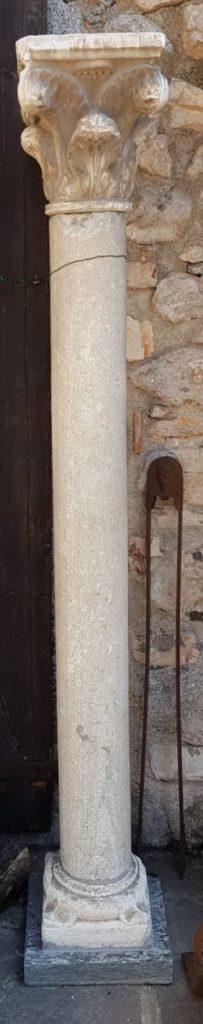 Pilastri antichi in pietra