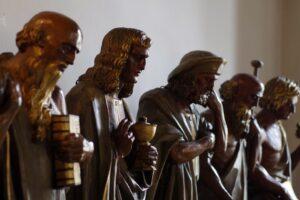 Le statue lignee antiche, il legno continua a vivere e lo fa oltre il sacro