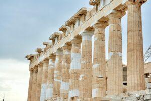 Le colonne in pietra antiche, come osare e azzardare con un elemento particolare