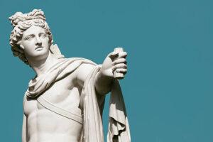Statue romane antiche a confronto con le sculture greche