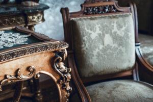 La vendita mobili antichi: più vai avanti con il tempo e più acquistano valore