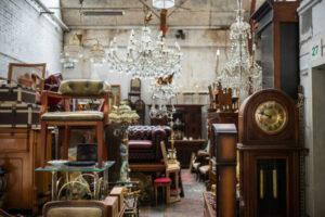 Vendita oggetti di antiquariato, dai rigattieri al commercio online