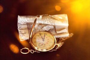 Tra gli oggetti antichi in vendita, l'usato va per la maggiore ma l'antiquariato non morirà mai